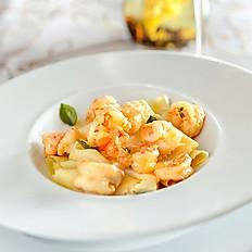 Parpadelle com camarão e bacalhau ao molho de açafrão