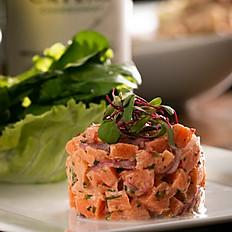 Tartare de salmão tradicional (acompanha lâminas de pão crocante)