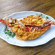 Lagosta Jardim - Flambada em vinho branco e gratinada em molho beurre rouge com arroz cremoso puxado no mesmo molho