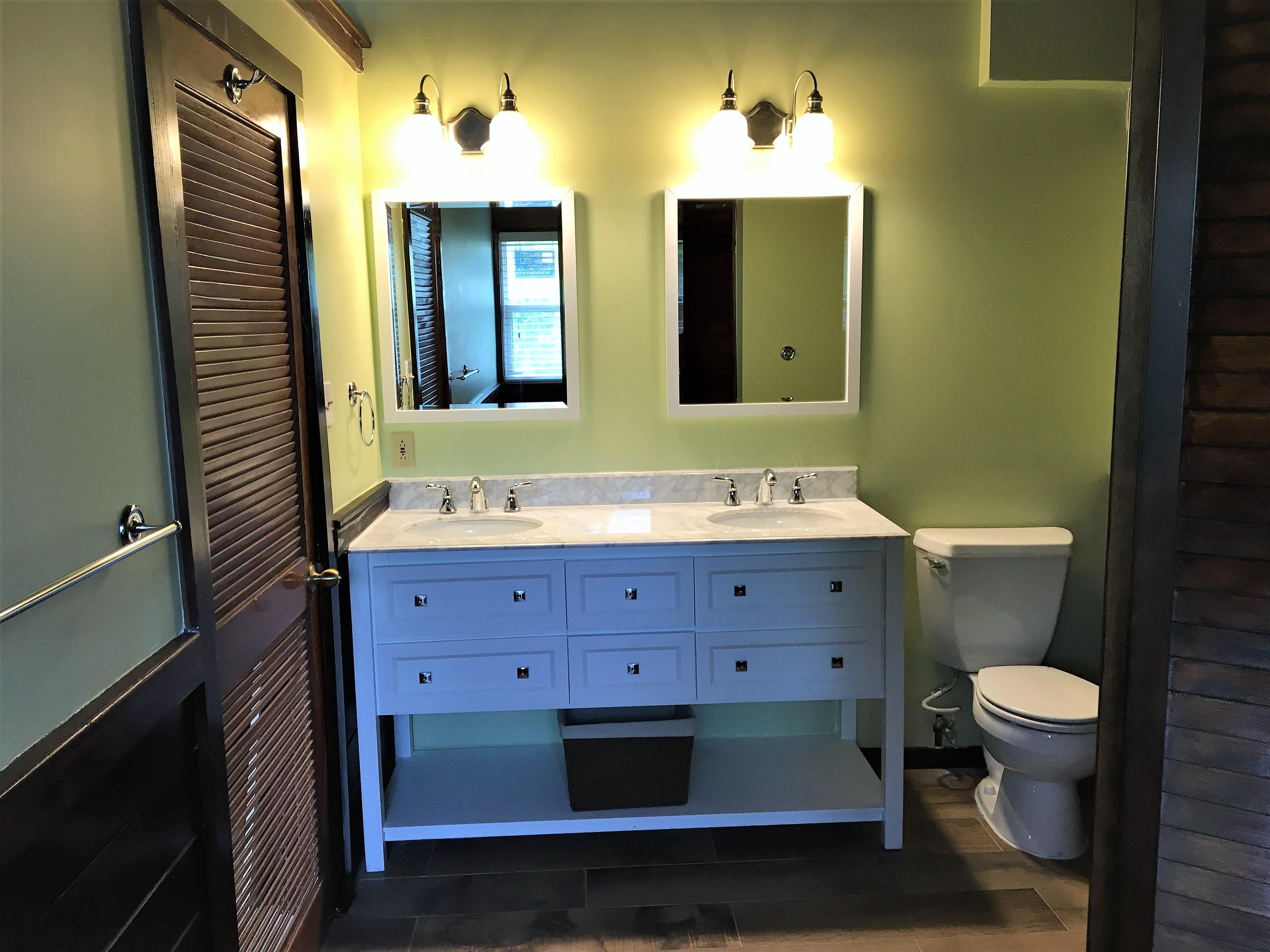 Upper Guest Queen Room bath