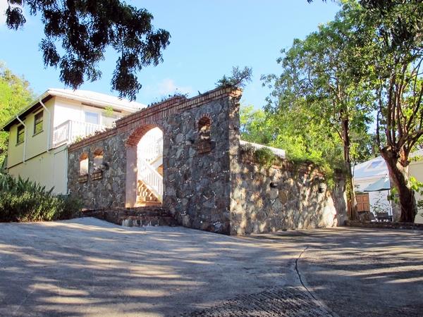 Entry to Villa - abundant parking