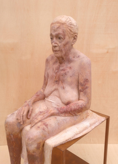 Mi abuela, 2014-2019, clay and pigments, 130 x 70 x 50 cm