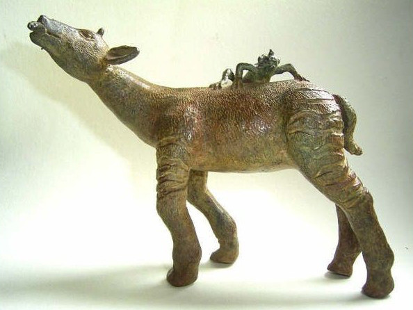 Okapi e iguana, bronce, 12 X 15 X 7 cm