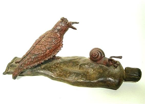 Tubo con pájaro y caracol, bronce, 8 X 18 X 6 cm