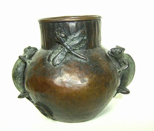 Jarron con camaleones, bronce, 10 X 12 X 10 cm