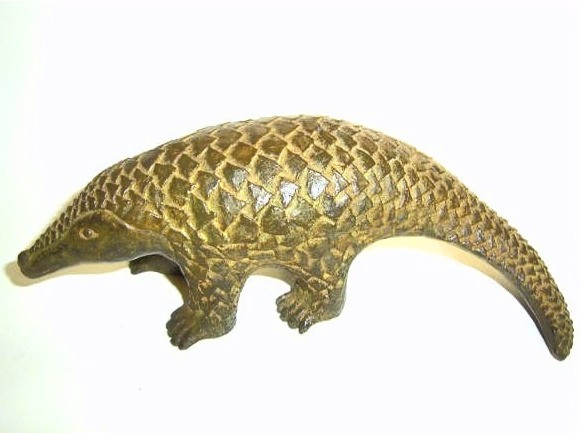 Pangolin, bronce, 8 X 23 X 11 cm