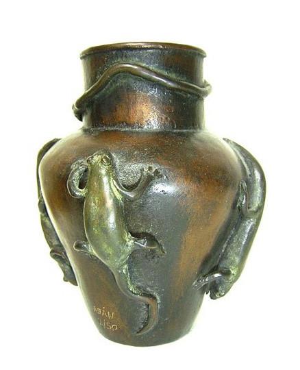 Jarron con lagartijas, bronce, 13 X 12 X 11 cm