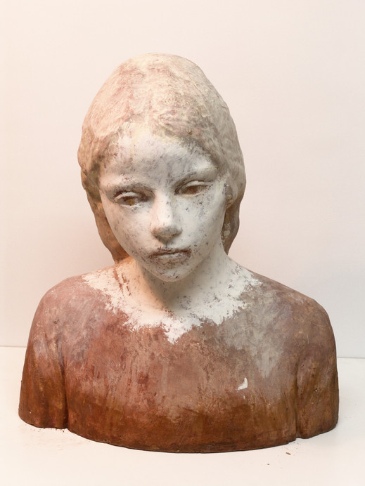 Busto de Andrea, 2015, resin and wax, 40 x 35 x 25 cm.