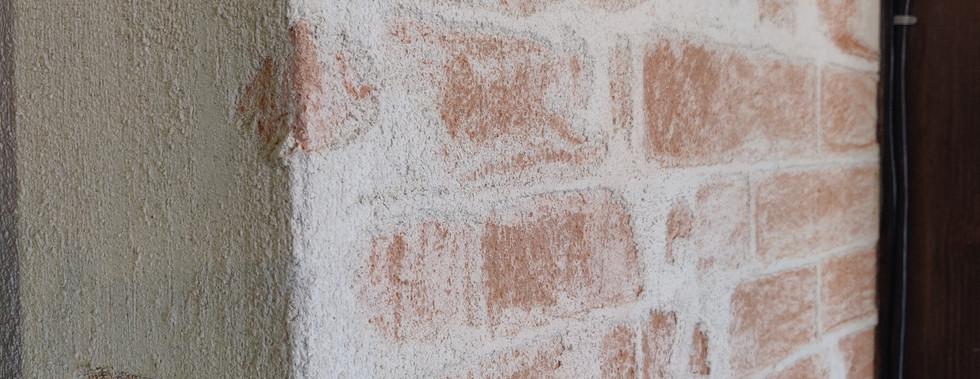 Muro con tecnica a graffio