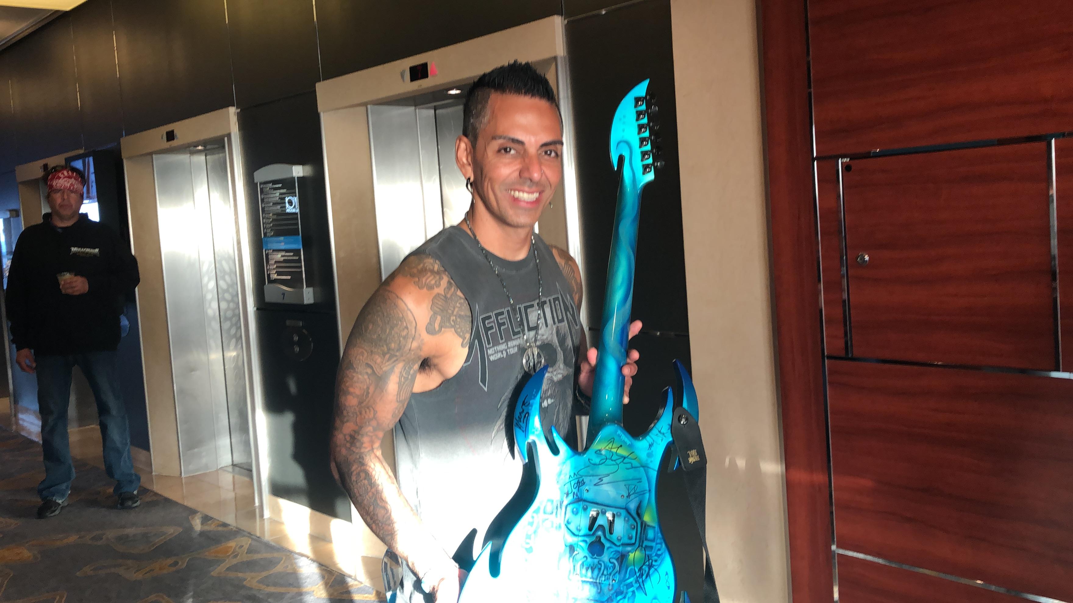 Mega Cool Guitar!