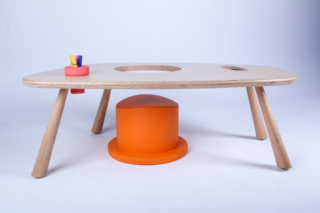 victoria nobels_design_kids_desk_roll_furniture_vndesign