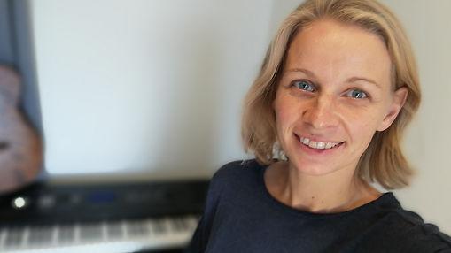 Maria Hinterauer_einfach Gitarre und Klavier lernen_nur 10 Minuten täglich üben