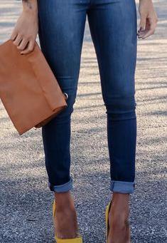 Le bon mix  : la paire d'escarpins moutarde pour twister une tenue de rentrée studieuse