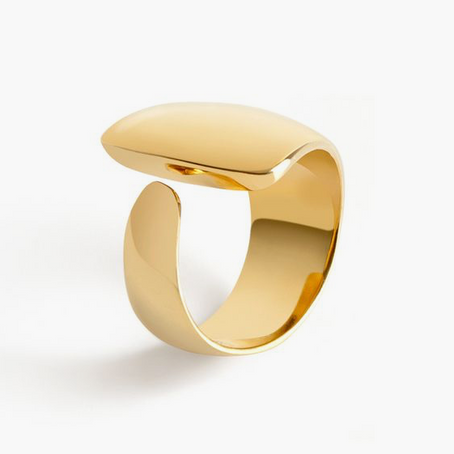 Le must have :  beauté épurée pour cette bague en or 18 carats.