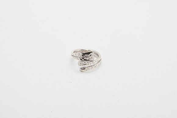 THE BOHO SOCIETY Beautiful silver hammered ring