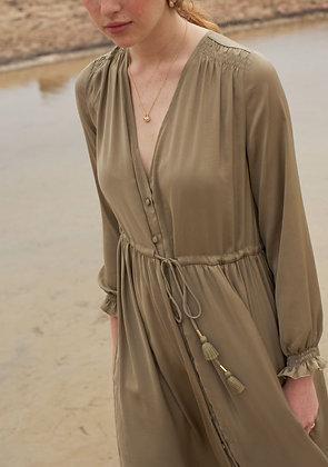 robe chally kaki- tenue boheme chic femme- Louise Misha - the boho society