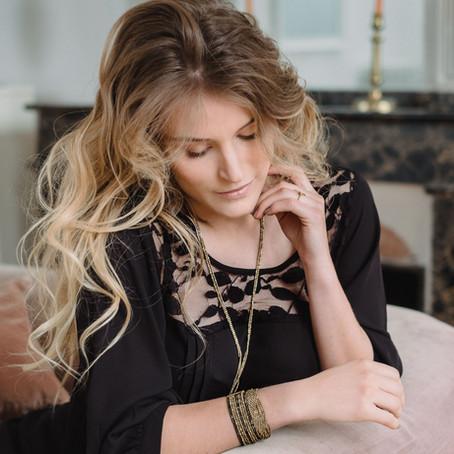 Bijoux créateur | Comment porter le collier sautoir, l'indispensable accessoire de la saison !