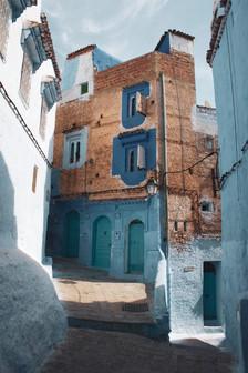 perspective-of-a-three-storey-brick-wall