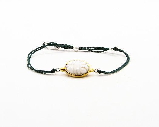 bracelet cordon scarabee nacre blanche- bijoux créateur canyon - boho chic - the boho society