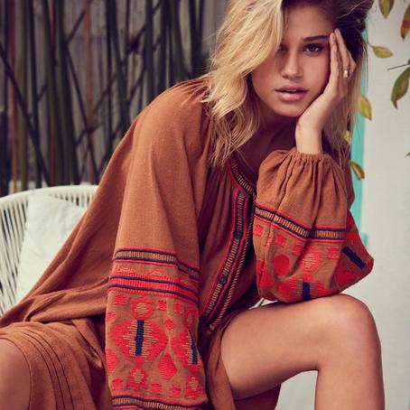 Mode boho | On craque pour les robes kaftans aux broderies des balkans