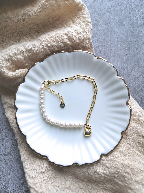 Paperclip chain and pearls bracelet