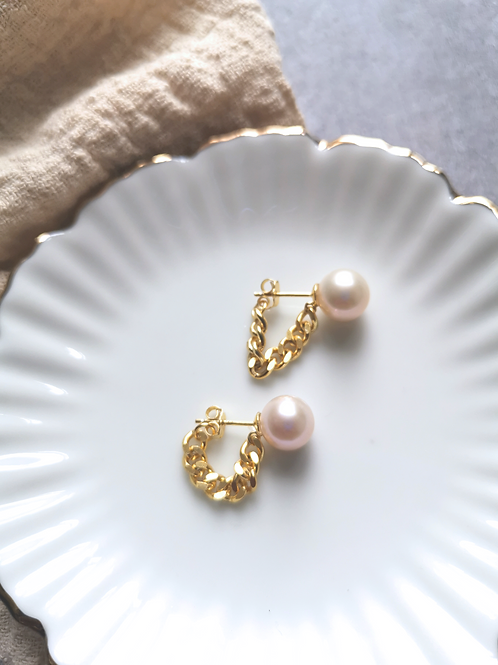 Pearl on a chain studs