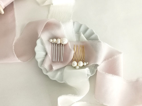 The effortless chic baroque pearl comb