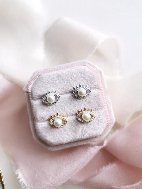 the Blinking eyes earrings