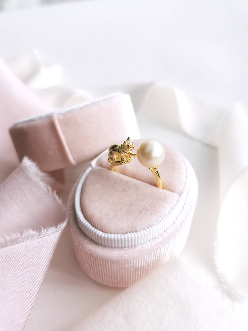 The playful cat ring