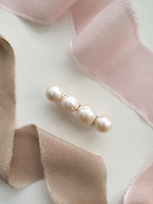 The neat baroque pearl barrette (S)