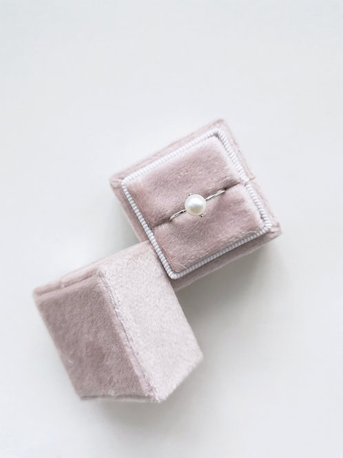The little pearl ring