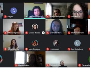 DigiComs - онлайн курс върви с пълна пара