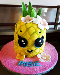 Pineapple cake for a tropical party! #pi