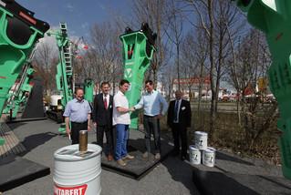Produktinovation: 4,5 Tonnen - Montabert mit erstem Hydraulikhammer V4500 auf der bauma
