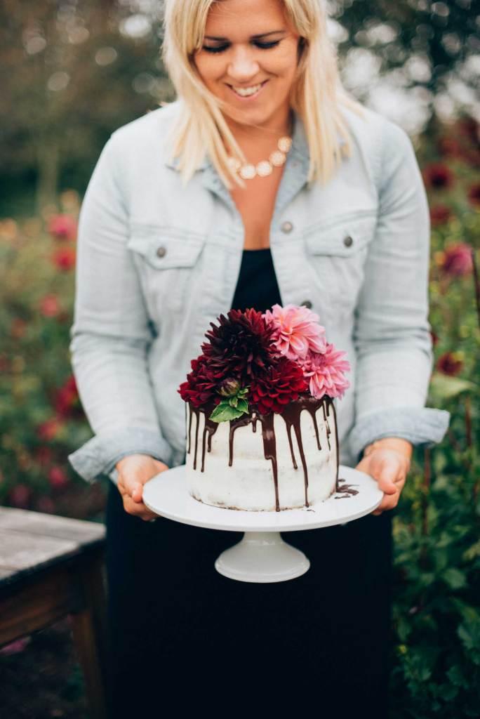 Silvia Fischer mit Torte
