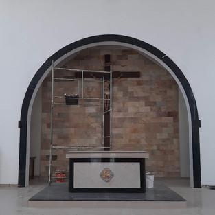 introdução de arco pleno na abertura da ábside