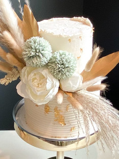Dry and Artificial Floral Decor