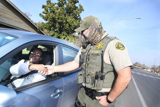 Agriland employees help Sheriff's Department spread holiday cheer