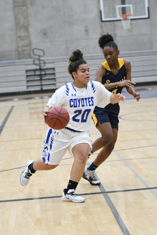 Madera grinds out victory over Wildcats