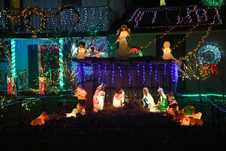 Madera man sustains Christmas lighting despite vandals