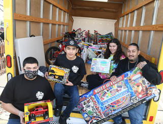 Car club collects more than 400 toys
