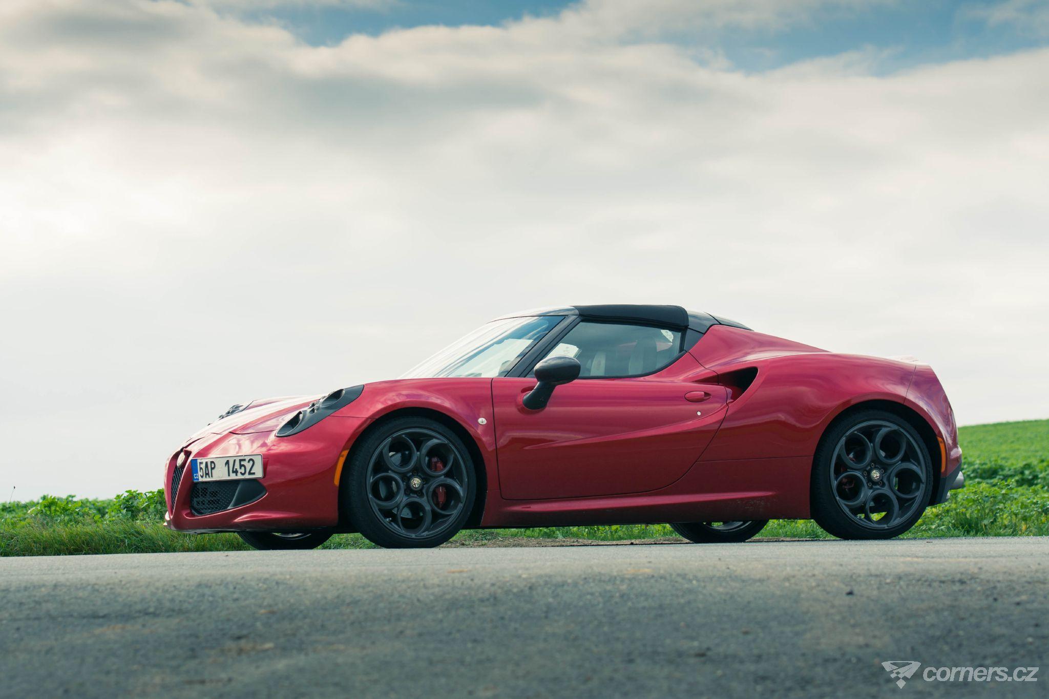 Alfa Romeo 4C Spider – tohle nen auto po pozéry Corners