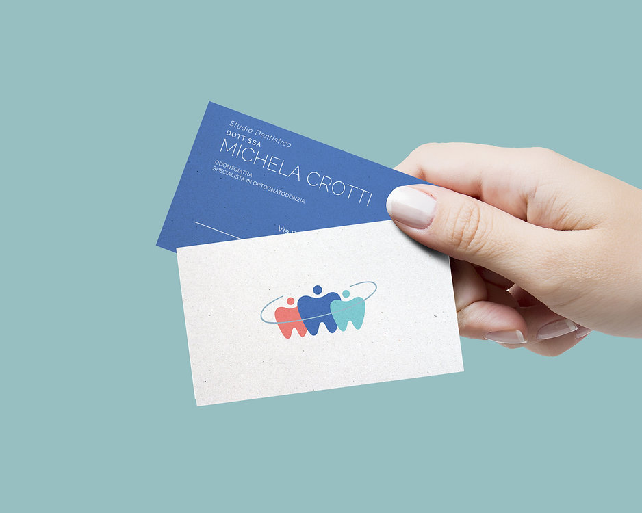 Biglietto da visita con mano.jpg