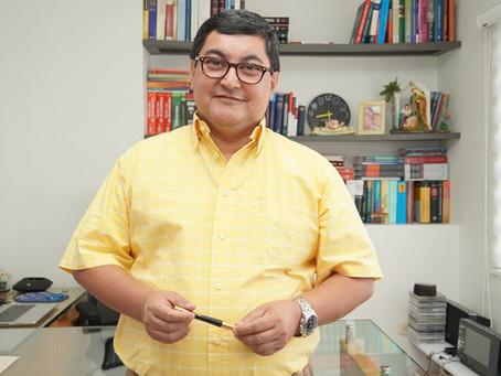 Editorial con el Dr. Eugenio Carrera
