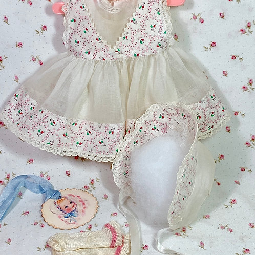 "13.5"" Tiny Tears / Betsy Betsy White Organdy w/ Flowers Dress and Bonnet Set"