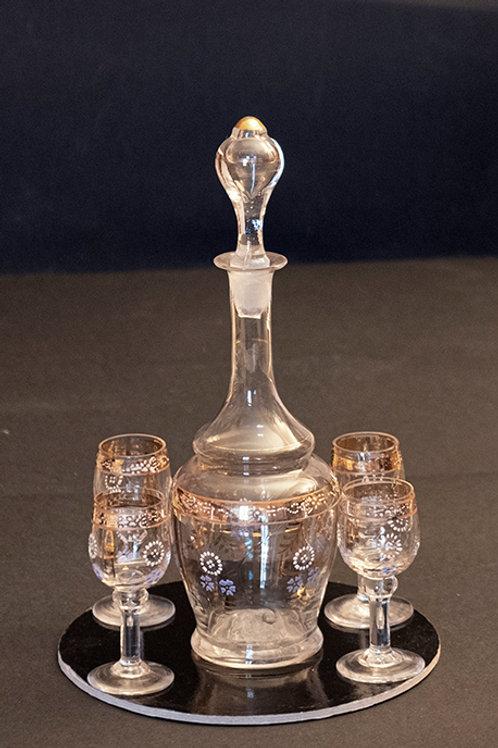 AO.07 – Bottiglia da rosolio con 4 bicchierini decorati in oro