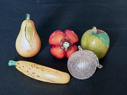 MG.30 – Frutta in vetro colorato e pulegoso, anni '60, ø cm 8 – 12