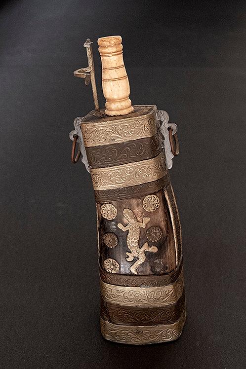 MO.19 – Fiasca in osso e lamine di rame, XIX secolo, cm 30