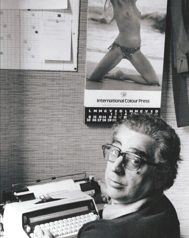 1975 Milano, in redazione.jpg
