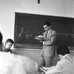 1960 Milano-Interrogazione-Liceo VV.jpg